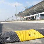 Gờ giảm tốc bằng cao su lắp đặt tại sân bay Nội Bài