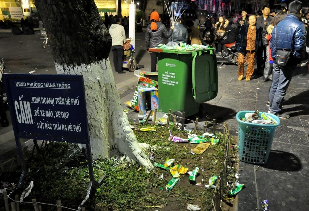 Thùng rác một nơi- Rác một nơi tại công viên