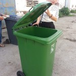 giá thùng rác nhựa