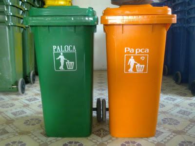 Sử dụng thùng rác treo đôi giúp thu gom rác một cách hiểu quả nhất