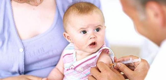 Khi trẻ sơ sinh bị ho mẹ cần làm gì?