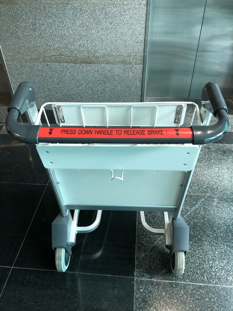 Báo giá xe đẩy hành lý sân bay