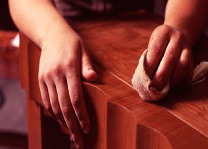 Lau chùi và sửa chữa đồ gỗ