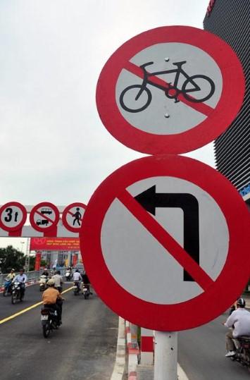 sử dụng cọc tiêu giao thông