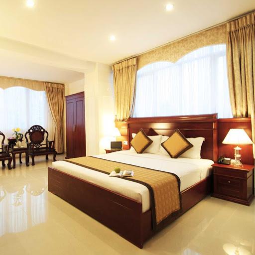 Tiền phòng khách sạn được tính theo phòng hay số người?