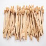 Nên sử dụng bàn chải đánh răng bằng tre hay bàn chải bằng gỗ?