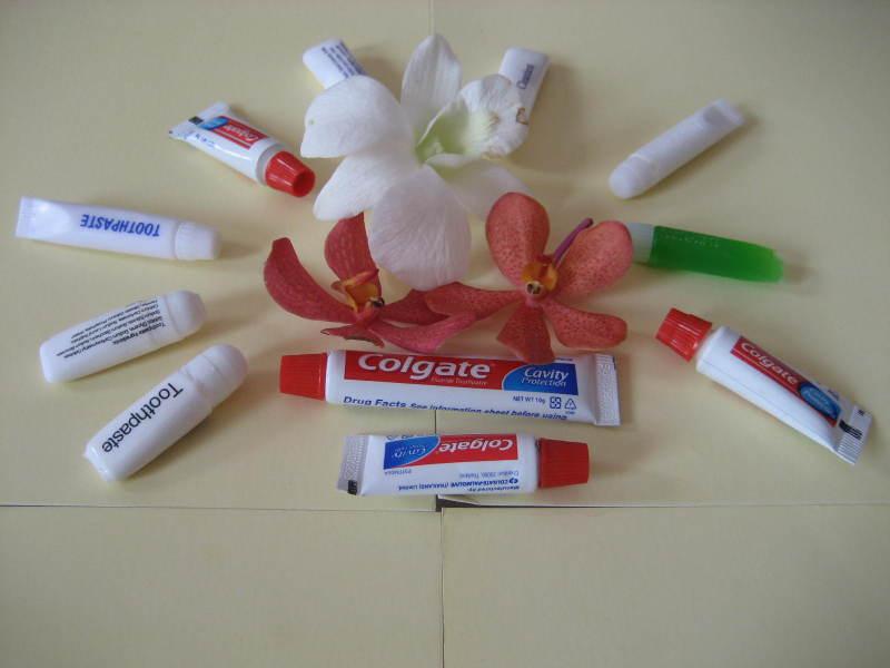 Kem đánh răng khách sạn Poliva