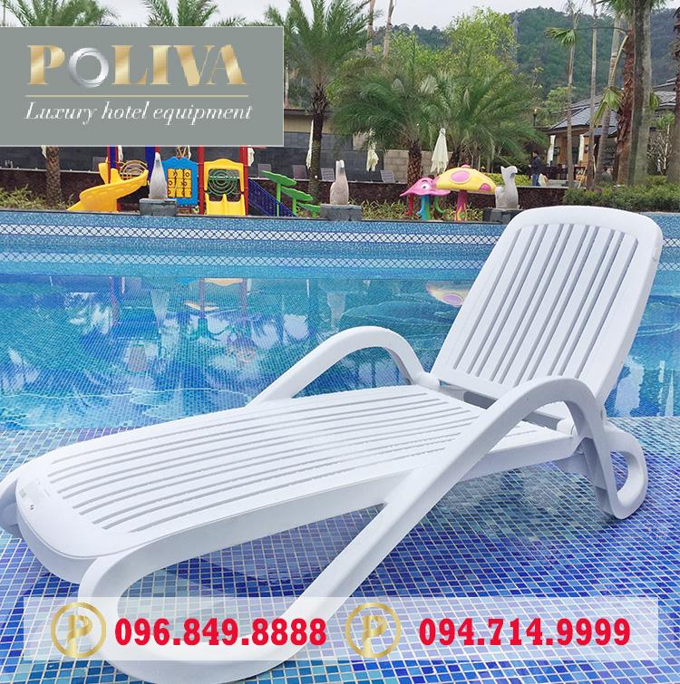 Ghế bể bơi đặt dưới nước