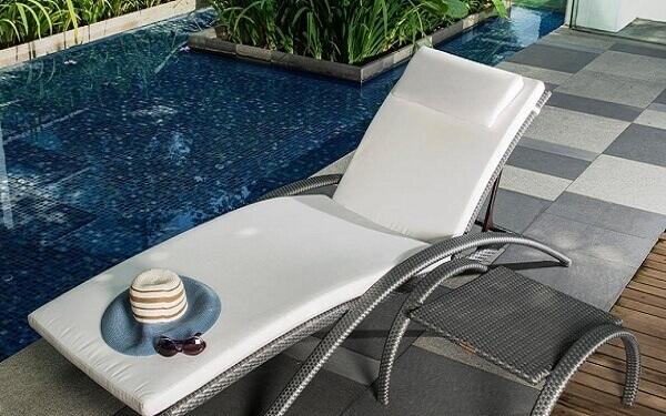 Ghế hồ bơi trong nhà