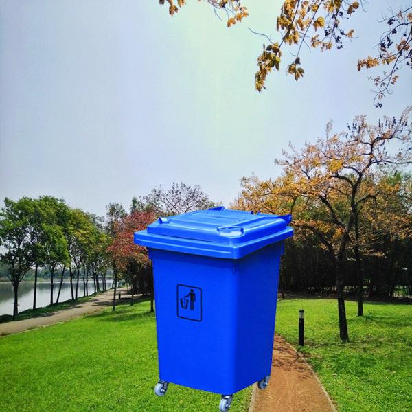 Thùng rác màu xanh dương