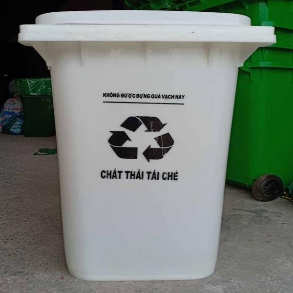 Thùng phân loại rác thải màu trắng