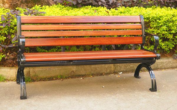 Ghế gỗ công viênđược làm từ gỗ lim có độ thẩm mỹ cao