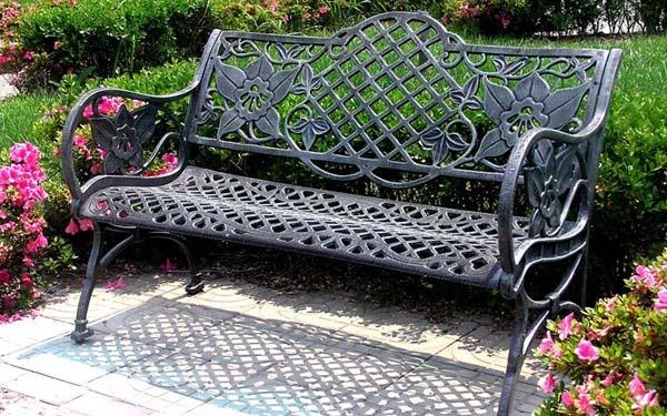 Thiết kế ghế gang đúc sân vườn vừa hiện đại vừa cổ điển
