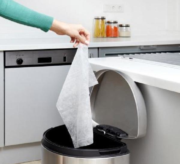Thùng rác trong bếp nên đặt ở vị trí khuất hoặc gần bồn rửa
