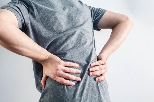 Nếu không dùng xe đẩy đồ khách sạn sớm thì lưng của bạn có thể đi bị đau nhức