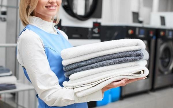 Xe đẩy thu gom đồ giặt là giúp các khách sạn gây ấn tượng với khách hàng