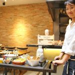 Sử dụng xe đẩy thức ăn tại nhà hàng