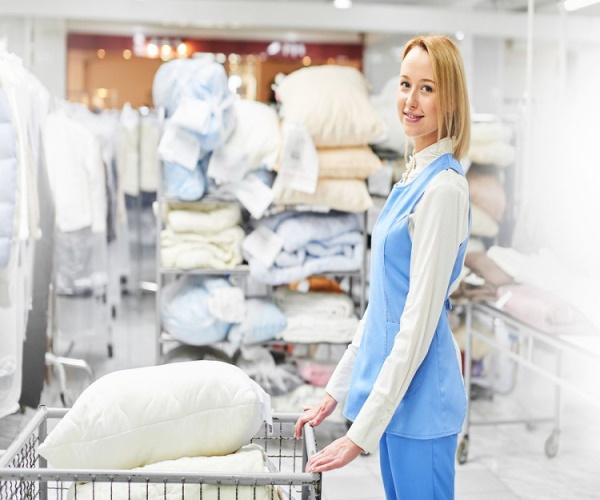 Nhân viên giặt là nên chú ý đến tốc độ xe thu gom đồ giặt là giá rẻ