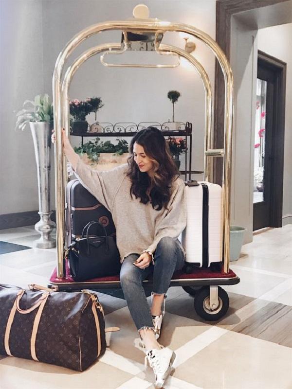 Giá xe đẩy hành lý khách sạn nhập khẩu có đắt không?
