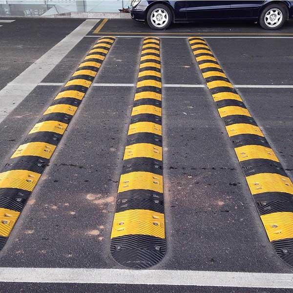 Lắp đặt gờ giảm tốc độ giao thông tại những điểm cần giảm tốc độ