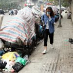 Thực trạng xe thu gom rác quá tải tại các thành phố lớn
