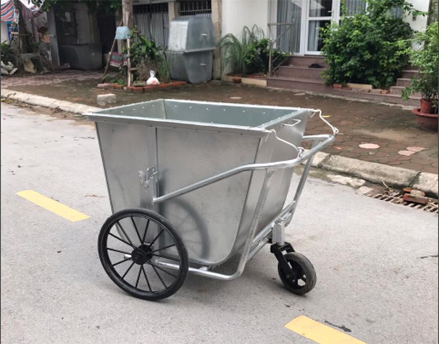 Xe thu gom rác thường được làm bằng chất liệu nào?