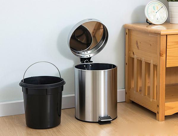 Tại sao cần vệ sinh thùng rác inox thường xuyên?