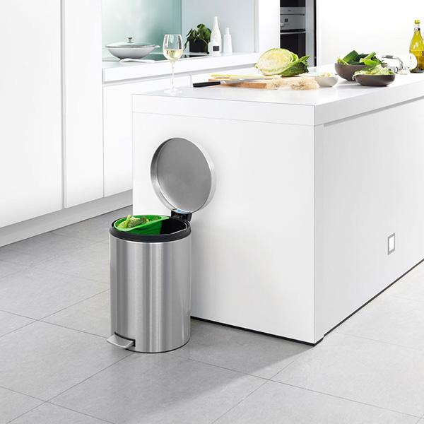 Thùng rác inox có vai trò quan trọng như thế nào trong bếp ăn tập thể?