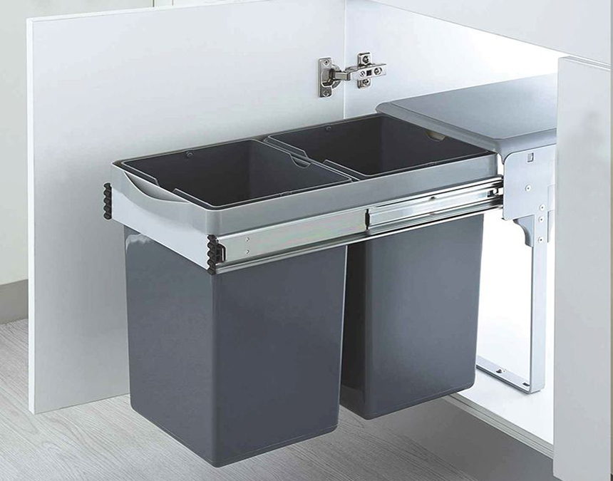 Không nên đặt thùng rác trong tủ bếp là vì sao?